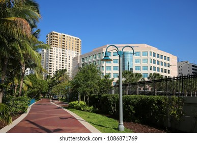 Beautiful Riverwalk Park on the banks of the New River in downtown Fort Lauderdale, Florida, USA.
