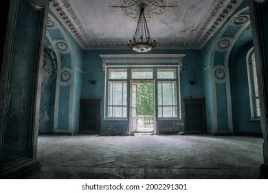 A beautiful room with shabby walls in an old abandoned house. Abandoned haunted manor. Ancient architecture and interiors.