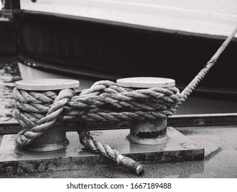 Beautiful Rope Photography. Black White. Streetphotography