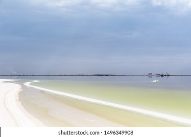 beautiful salt pan landscape, qarhan salt lake in cloudy, golmud city, qinghai province, China
