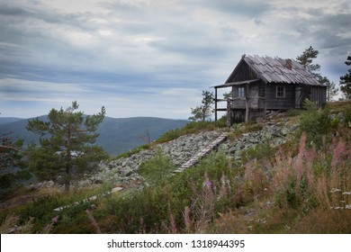 Beautiful Santa's secret cabin on top of Levitunturi fell on autumn. This cabin is also known from the finnish movie