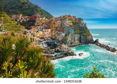 Beautiful scenery in Manarola town, Cinque Terre national park, Liguria, Italy. It is one of five famous colorful fisherman villages, suspended between sea and land on sheer cliffs.