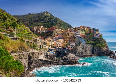 Beautiful scenery in Manarola town, Cinque Terre national park, Liguria, Italy. It is one of five famous colorful fisherman villages in Europe, suspended between sea and land on sheer cliffs