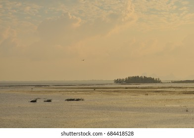 the beautiful scenery in the Songkhla Lake. In the evening,