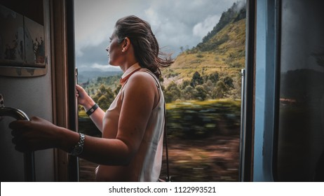 The beautiful and scenic train trip in Sri Lanka