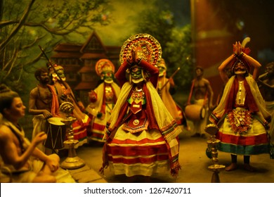beautiful sculture's in place called Nilkanth dham in state gujrat which show's the kathakali dance and culture of kerela  in INDIA.