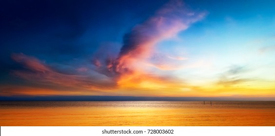 Beautiful seascape of Twilight sky and the sea