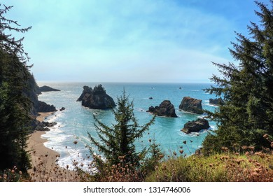 The beautiful Secret Beach in Samuel H. Boardman State Scenic Corridor. After a short hike, you arrive at this hidden amazing peaceful beach. Samuel H. Boardman, Oregon, USA.
