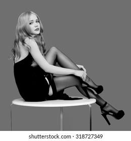 Pin Up Girl PRINT Blonde Wearing Black Stockings Holding Dog /& Purse B/&W Dress