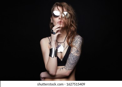 Beautiful sexy woman with tattoo. beauty tattooed girl in sunglasses and jewelry