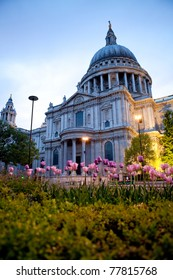 Beautiful shoot of Saint Paul's Cathedral at springtime in London