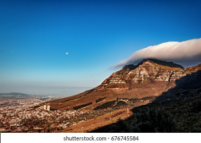 Beautiful sights from Signal Hill in Capetown