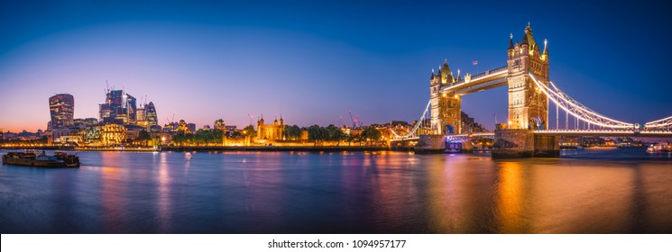 Beautiful skyline panorama of London landmarks | England