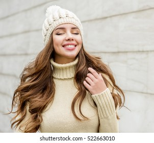 Beautiful smiling brunette woman in hat. Winter season.