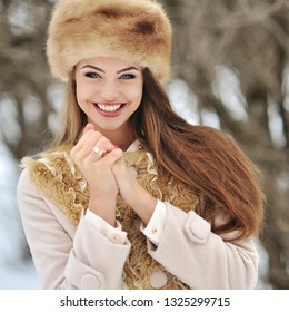 Beautiful smiling woman in winter clothes - close up