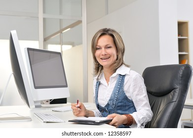 beautiful smiling woman working at the office