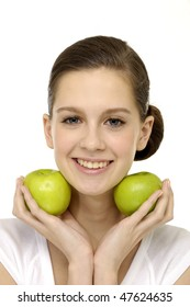 Beautiful smiling young woman presenting 2 apples