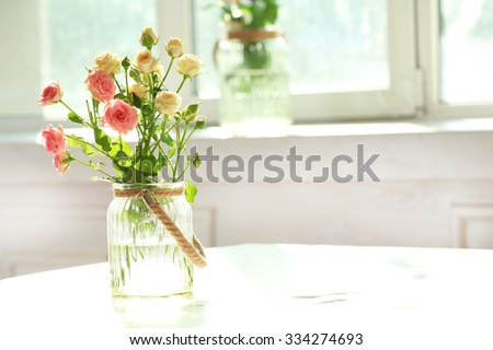 Beautiful Spring Flowers Vase On Window Stockfoto Jetzt Bearbeiten