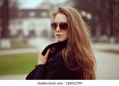 Beautiful stylish young woman in fashion sunglasses
