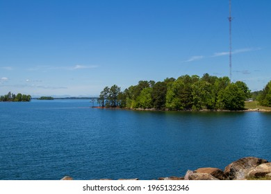A beautiful sunny day on Lake Hartwell