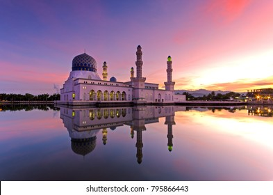 Beautiful sunrise over Kota Kinabalu city floating mosque. The mosque is one of the most popular landmark destination in Sabah Borneo, Malaysia.