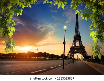 Beautiful sunrise in Paris, with Eiffel Tower