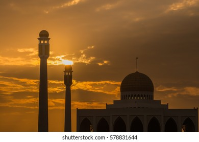 Beautiful sunset of Central Songkhla Mosque, Thailand.