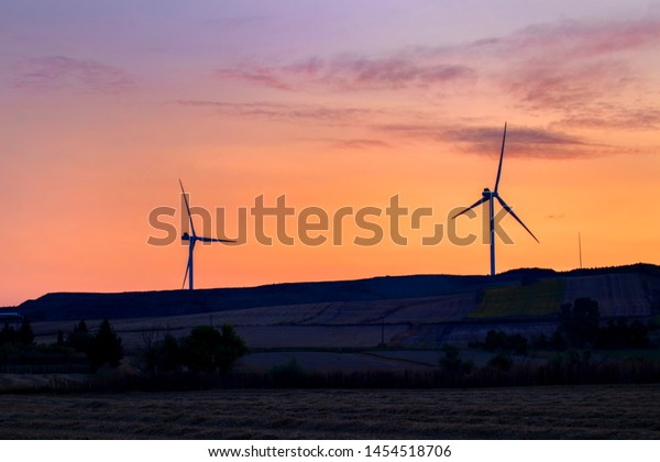 beautiful-sunset-image-wind-turbines-600