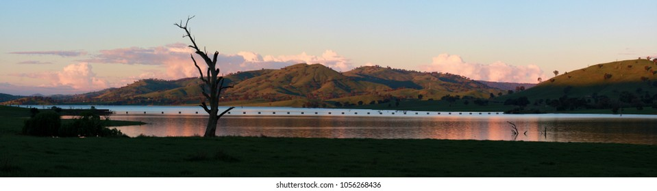 A beautiful sunset panorama of Lake Hume near Albury/Wodonga in Victoria, Australia