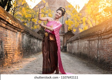 Beautiful Thai woman in traditional costume of Thailand, Thai dance