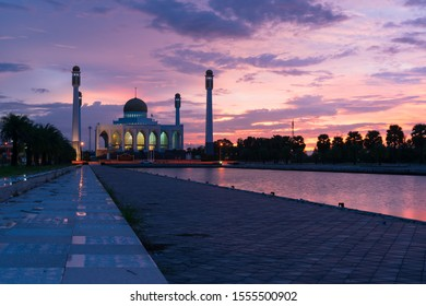 Beautiful twilight scenic view of The Central Mosque of Songkhla, Hat Yai, Songkhla, Thailand.