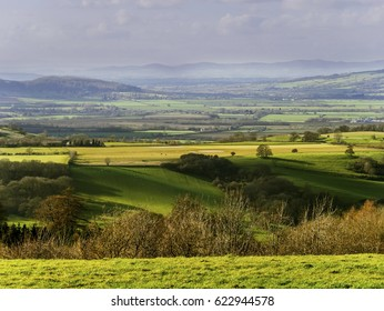 beautiful typical lush green landscape england cotswolds