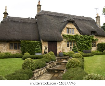 Beautiful upper class cottage with thatched roof and a pretty garden in the village of Chipping Campden, Cotswold, United Kingdom.