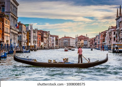 Beautiful Venice Canal With Gondola Tour