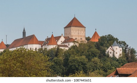 Beautiful view of the castle at Woerth - Danube