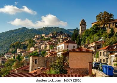 Schöne Sicht auf das Dorf Dimitsana, Arkadia, Griechenland