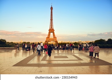 Beautiful view of Eiffel Tower at sunset from the Palais de Chaillot in Paris, France
