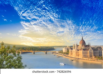 Beautiful view of the Hungarian Parliament and the chain bridge in Budapest, Hungary