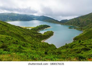 Belle vue sur Lagoa do Fogo, l'île de Sao Miguel, Açores, Portugal