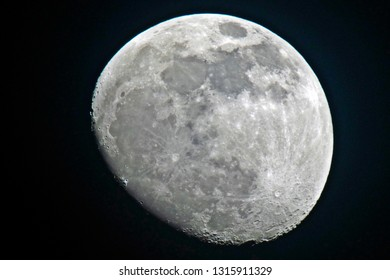 a beautiful view to the moon