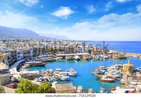 Schöne Aussicht auf den neuen Hafen von Kyrenia (Girne), Nordzypern