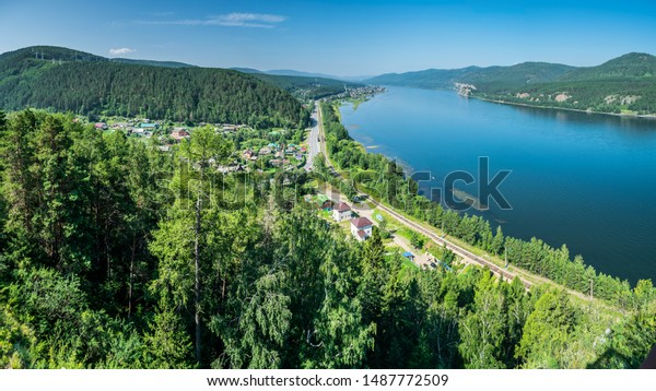 beautiful-view-on-enisei-river-600w-1487