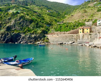 Beautiful view of picturesque village Vernazza. Little Harbour, Pastel houses, fishing boats. Blue sea and sky. (Cinque Terre National Park, Five Lands, La Spezia, Liguria, Riviera, Italy)