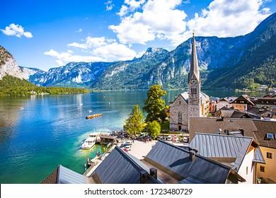 Schöne Aussicht auf den Sommer im Erbe-Dorf Hallstatt in Österreich