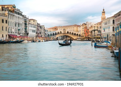 The beautiful view of Rialto's Bridge and the Canal Grande  in Venice, Italy