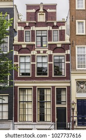 Beautiful view of typical dutch houses along Amsterdam channels. Amsterdam, capital of the Netherlands, has more than one hundred kilometers of canals. Amsterdam, Netherlands.