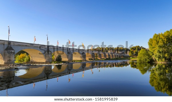 beautiful-view-wilson-bridge-reflection-