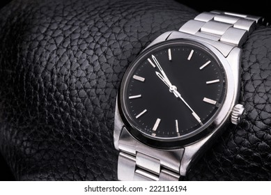 Beautiful watch with no label.