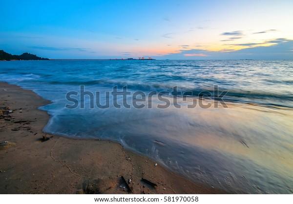 beautiful wave at teluk batik beach