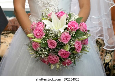 beautiful wedding bouquet of roses in the bride hands